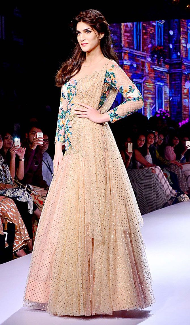 Kriti Sanon at the grand finale of Lakme Fashion Week Winter/Festive 2015.