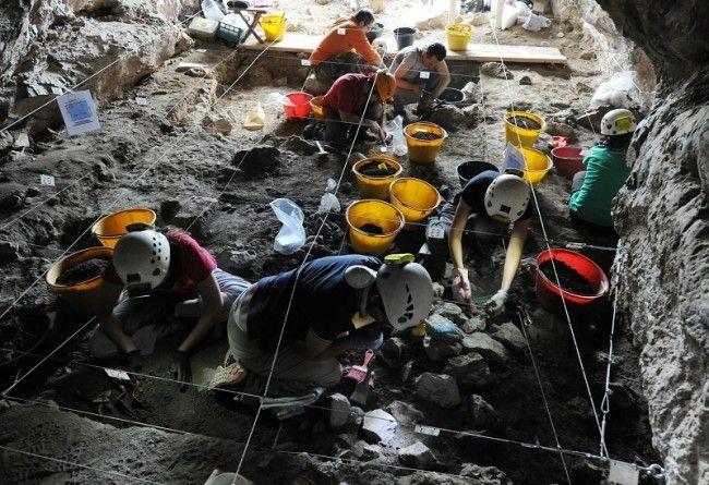 Tracce di uomini primitivi in una grotta di San Lorenzo Bellizzi