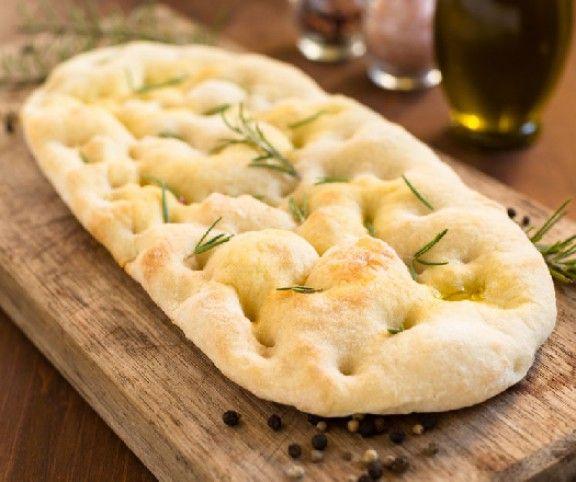 http://www.mindmegette.hu/A nyári grillezések, tárcsán sütések, salátázások, különféle mártások társaságában nagyon jól érzi magát a lepénykenyér. Tortilla és pita sokfelé kapható félkész állapotban is, de ha van 10 percünk és hangulatunk hozzá, akkor mi magunk is elkészíthetjük ezeket a kenyereket.