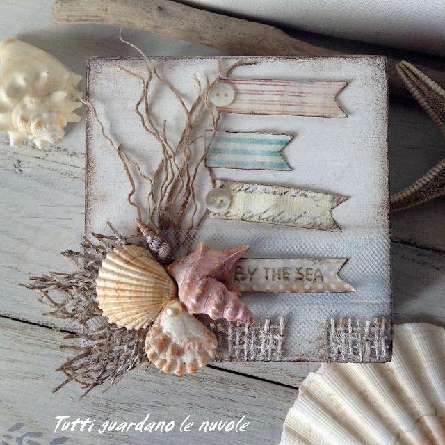 Piccola scatola in legno, decorata con juta, conchiglie e carta, a tema marino. Scrap-Art.