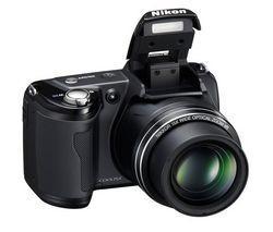 """Für eine exzellente Lesbarkeit wurde das 7,5 cm (3"""") große Display mit einer Antireflexbeschichtung versehen. Der 5-fache Verwacklungsschutz und die 14 Szenemodi der L-110 garantieren gelungene Bilder unter allen Bedingungen. Selbst bei schlechten Lichtverhältnissen sorgt diese Digitalkamera mit dem ISO-6400-Modus für perfekte Aufnahmen."""