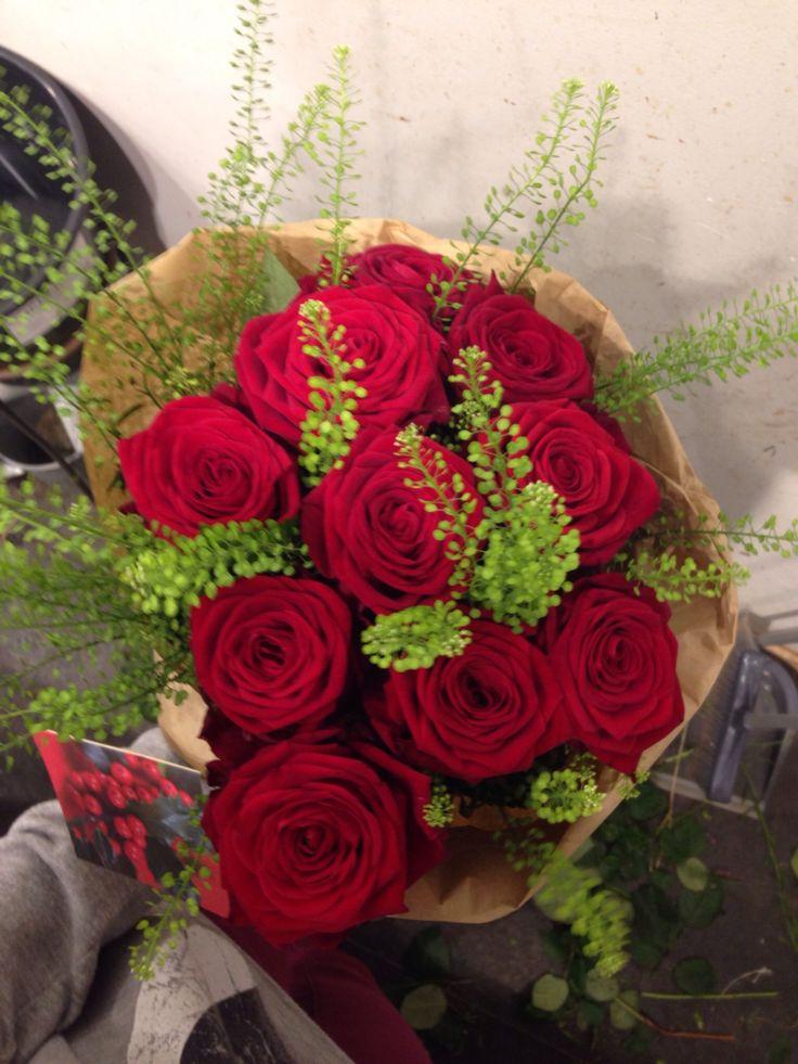 Høy bukett, røde roser