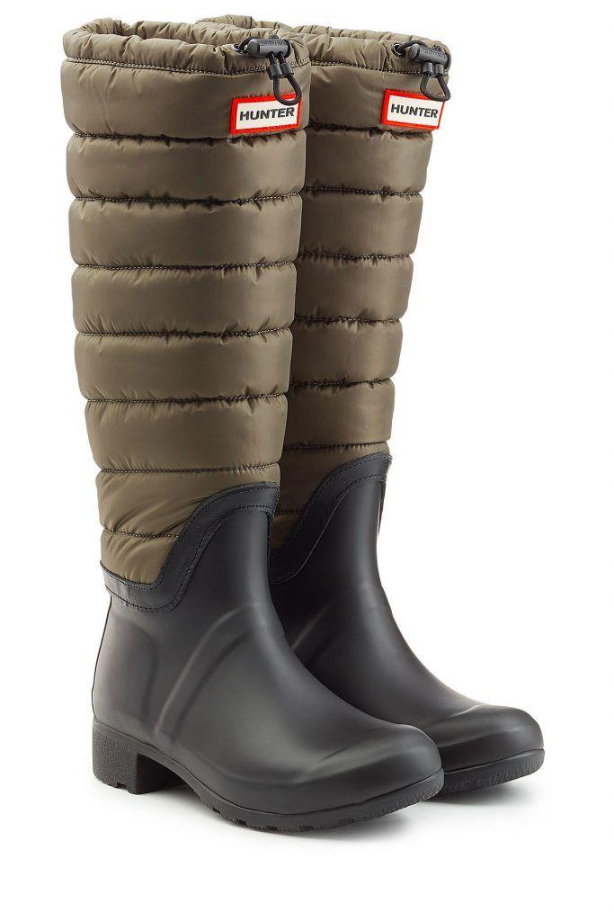 #Hunter #Regenstiefel #Wellington mit #gestepptem #Schaft #, #Grün für #Damen Hunter hat einen speziellen Regenstiefel für kalte Temperaturen kreiert. Dieser kommt mit einem hohen Schaft samt dämmendem Steppeinsatz  >  für stilvolle Looks mit Wohlfühl > Faktor!  >  Kautschuk in Schwarz, kniehoher Schaft mit isolierendem Steppeinsatz in Khaki, Kordelzug, Logo > Plakette  >  Innensohle aus Fleece, Blockabsatz, Profilsohle  >  Stylen wir ganz lässig zu Jeans und einem Regen > Cape