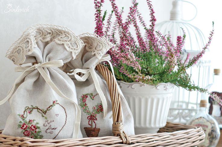 Льняные мешочки с вышивкой крестиком