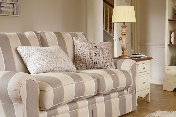 17 best images about living room on pinterest french country bedrooms chesterfield sofa and - Sofa herbergt s werelds ...