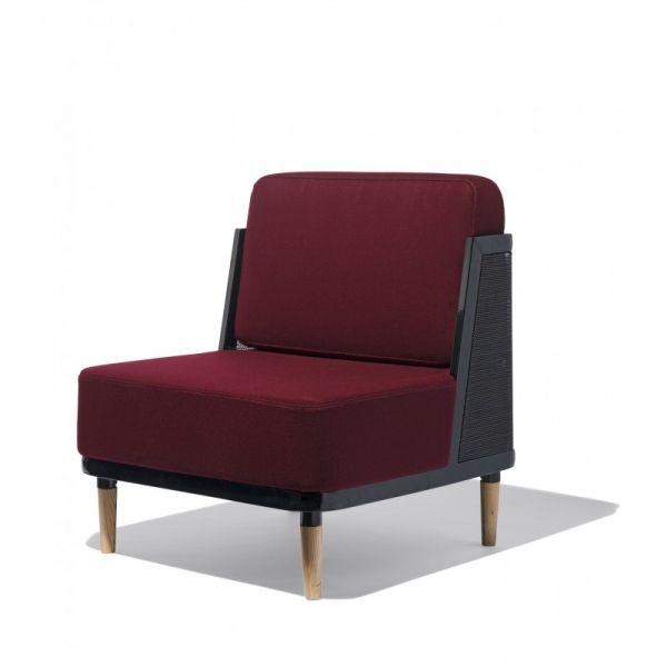 Marcel Lounge Chair -дизайнерское кресло. Минимализм. Деревянные ножки.