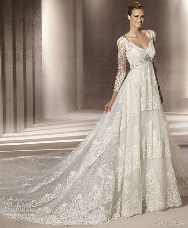 sooo pretty. I could totally see Grace Kelly wearing this.