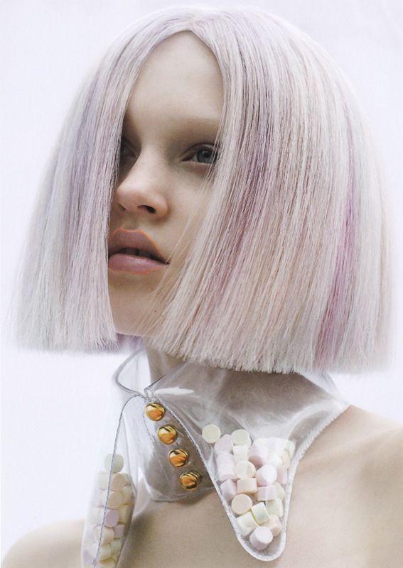 デザイナーYUKI INOUEが生み出すビニールカラーの魅力の画像