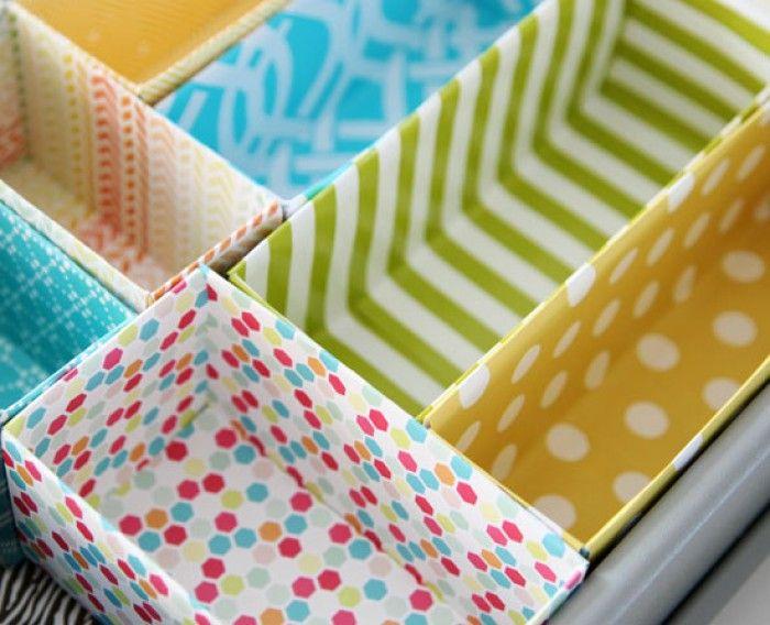 Organiseer je kastjes en laden met opgeleukte dozen. Ga naar de bron van deze foto voor instructies.