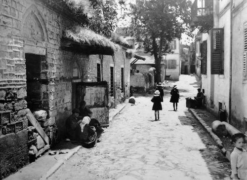 Πίσω απ' την Αχειροποίητο τη δεκαετία του 1920.  Φωτογραφία του Fred Boissonnas.