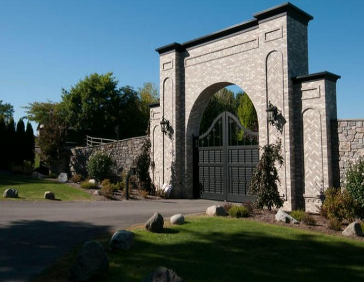 Nickelback's Chad Kroeger former Abbotsford mansion for sale (PHOTOS ...