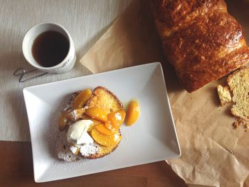 Pain perdu with caramelized apricots! See recipe: chefoftaste.com