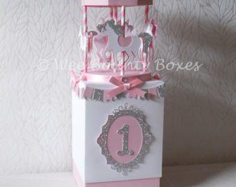 Carrusel delicias central/caja de regalo y pastel de cumpleaños