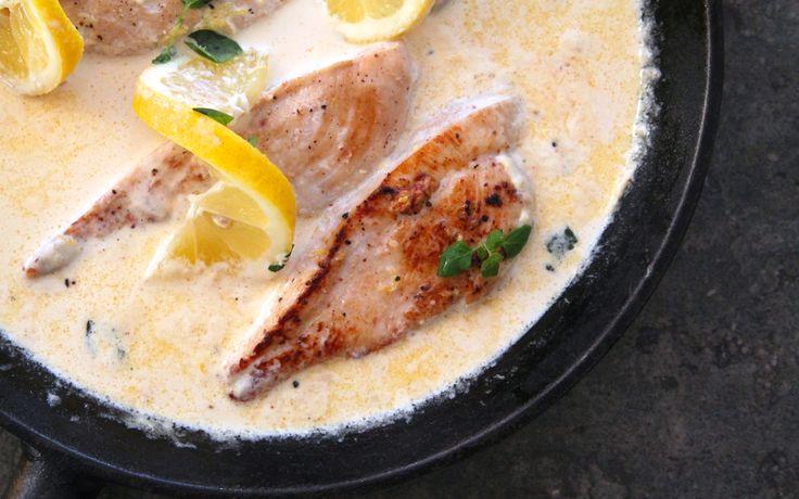 Kikar förbi med ett middagstips nu innan jag ska ge mig iväg på utvecklingssamtal. Detta blev en uppskattad middag hos oss, och såsen höjde verkligen hela kycklingrätten. Tror även att såsen kan vara god till vit fisk- såsom torsk eller sej. Det här behöver du till 4 personer: 4 kycklingfileer … Läs mer