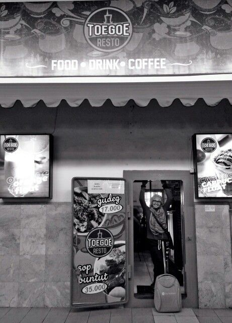 #blackandwhite#photography#travelling#yogya#trainstation