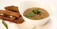 Крем-суп из чечевицы с гренками и ароматным маслом