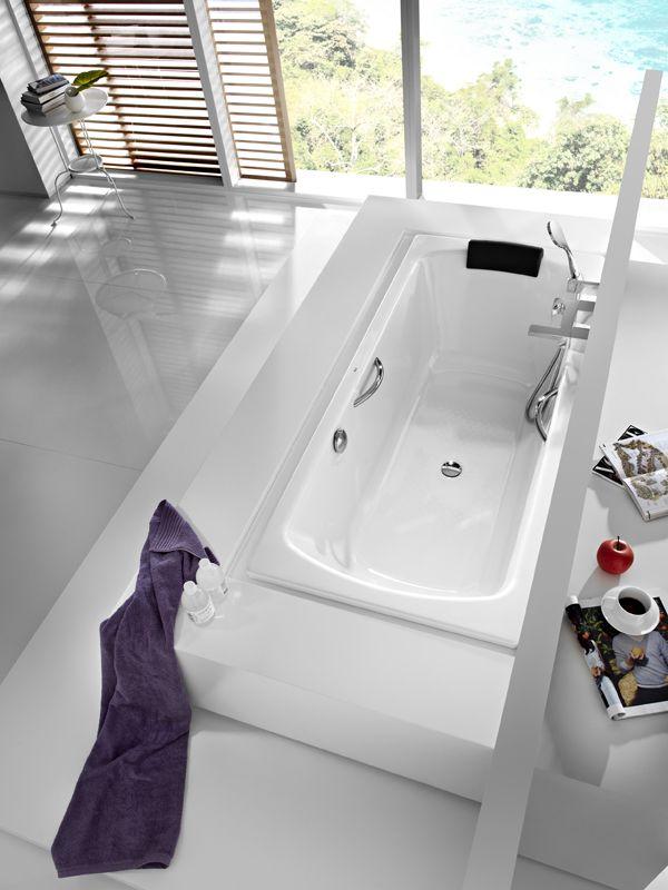 Wanna stalowa Lun Plus dostępna w dwóch rozmiarach, z zagłówkiem zachęcającym do długich kąpieli.