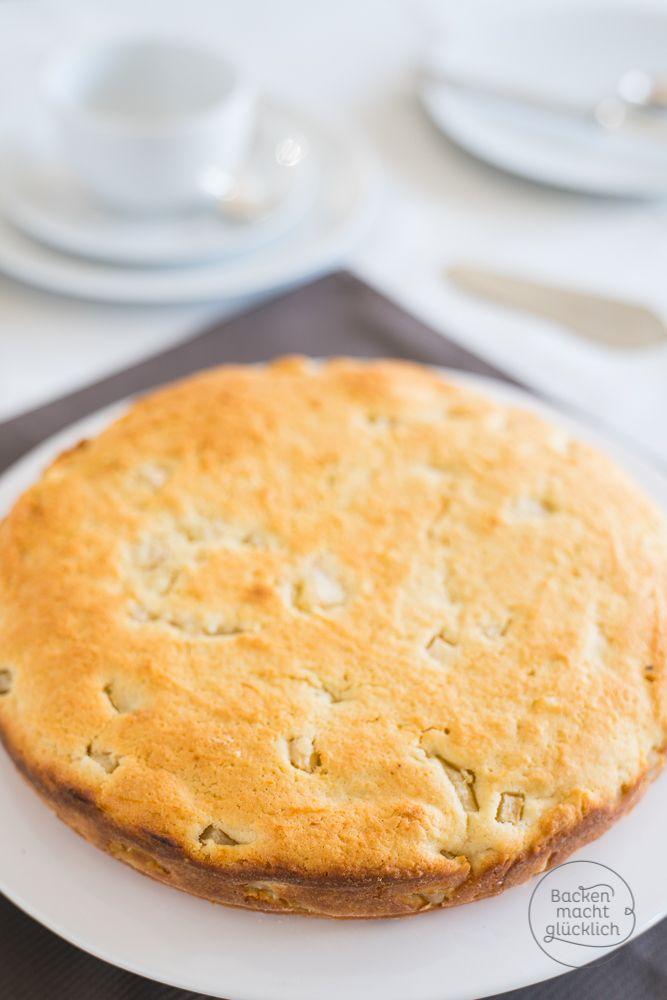 Leichtes Birnenkuchen-Rezept mit Quark – durch den Quark wird der versunkene Birnenkuchen einfach super saftig!   http://www.backenmachtgluecklich.de