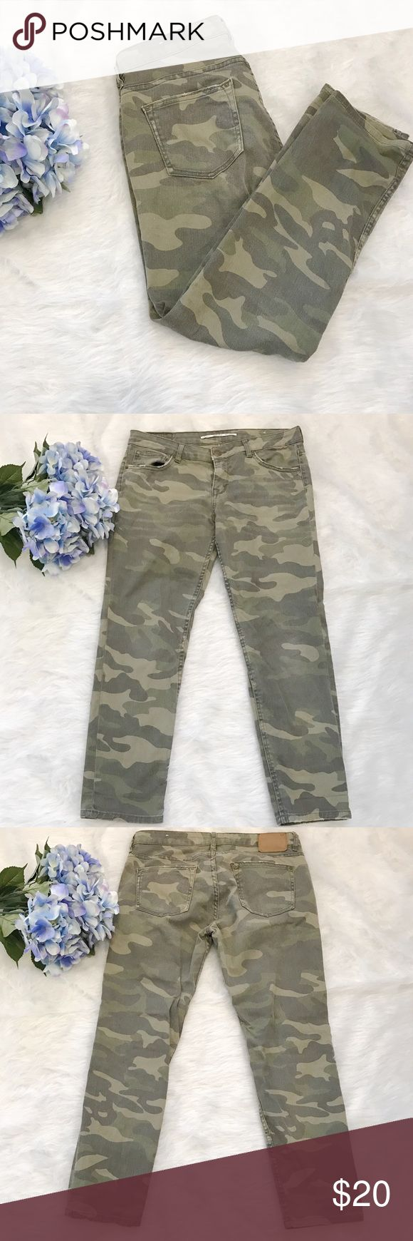 """Zara Camo Skinny Jeans Super cute camo print skinny jeans! In great condition! No trades. Offers welcomed!                                      MEASUREMENTS: inseam 25.5"""", waist 16"""", rise 8"""". Zara Jeans Skinny"""