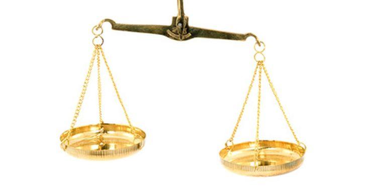 ¿Qué significa la balanza de la justicia?. Como muchos símbolos modernos, la balanza de la justicia tiene interpretaciones muy antiguas. La balanza ha representado la igualdad y la justicia durante mucho tiempo en diversas culturas de todo el mundo.