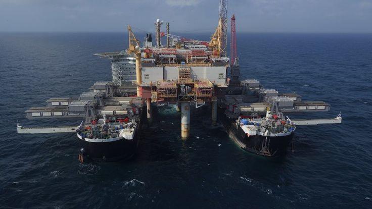Pioneering Spirit — одно из крупнейших судов современности. Судно предназначено для перевозки, снятия/установки морских буровых платформ и укладки подводных трубопроводов. О строительстве судна и первом испытании рассказывает GRUPPMAN.