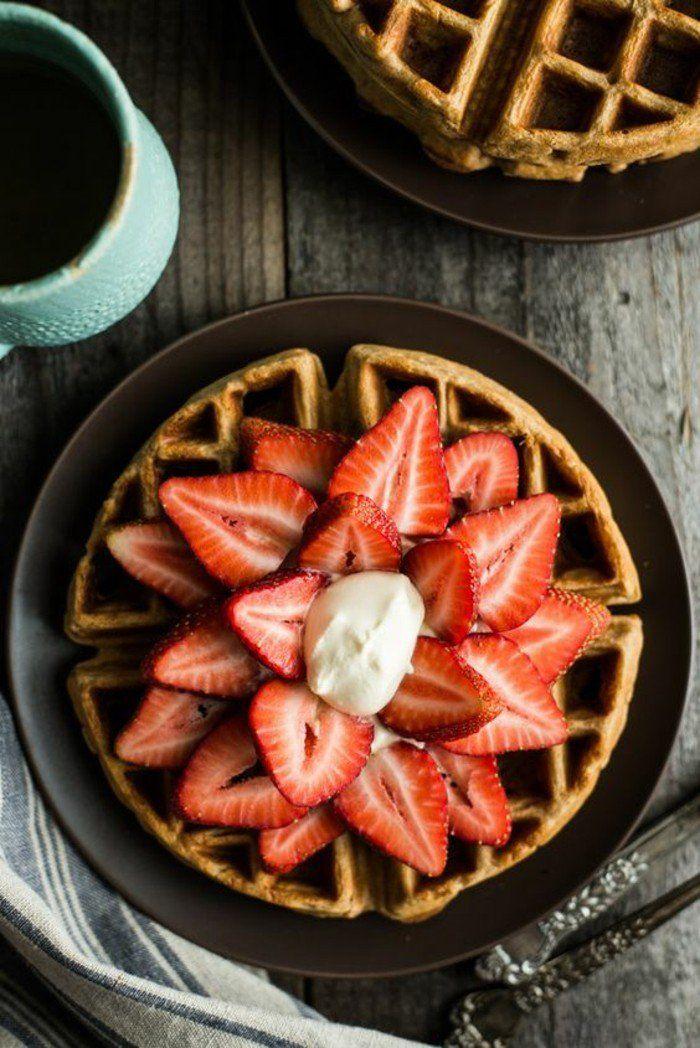 jolie idée pour un petit déjeuner romantique, recette de gaufres facile à préparer comme petit déjeuner