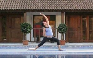Third trimester yoga - best video I've found! Lara Dutta Prenatal Yoga Video