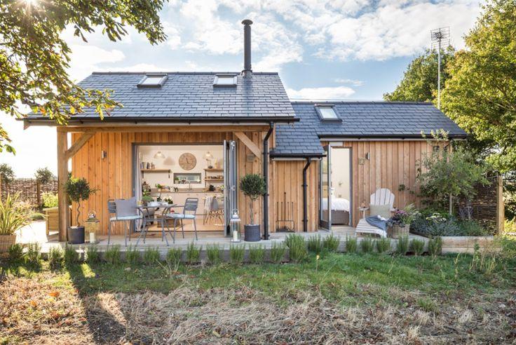 ตัวบ้านมีขนาดกระทัดรัดภายในเป็นปูนส่วนภายนอกหุ้มด้วยไม้ เหมาะกับการเป็นบ้านพักตากอากาศมากๆครับ