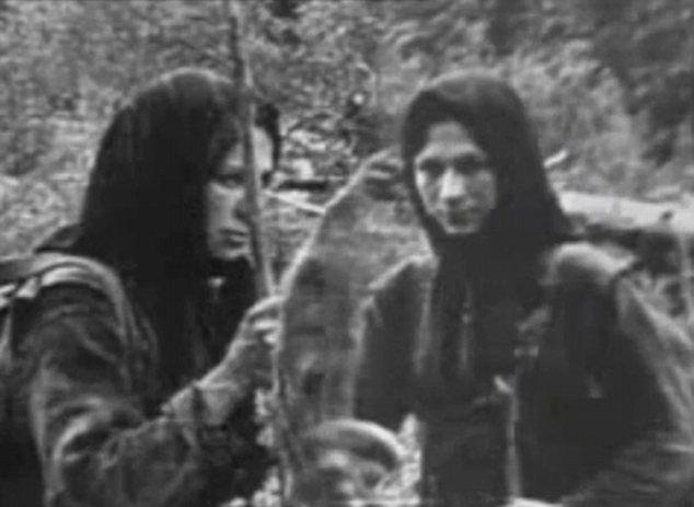 LYKOV AİLESİ - TAYGADA 42 YILLIK İZOLE BİR YAŞAM: 1978 yılında; Sibirya'nın uçsuz bucaksız taygalarında jeolojik araştırmalar yapan 4 jeolog, helikopterleri için uygun bir iniş yeri ararken, derin bir vadide, çam ve huş ağaçları arasında bir kulübe ve ekilmiş bir tarla görürler. Bu  durumu tuhaf kılan, kulübenin en yakın yerleşim yerine 250 km. mesafede olması ve hiç bir ulaşım imkanı bulunmamasıdır. Üstelik kışın bu bölgede sıcaklık – 40 C derecelere kadar düşmektedir.