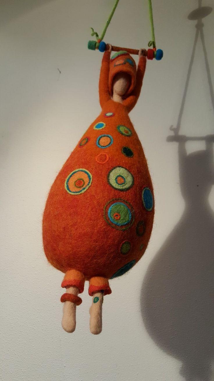 'Just hanging around'  Made by Paulien Sijtsema-Poort. www.wolinhout.nl.