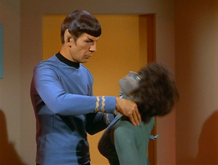 Spock Vulcan Nerve Pinch | powers. The Vulcan Nerve Pinch (demonstrated here, by Half Vulcan ...
