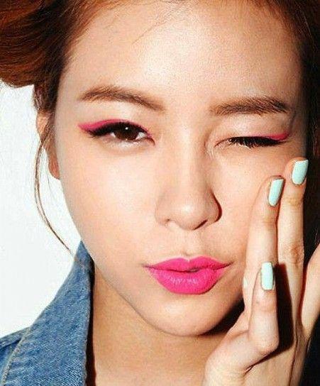 Doppio eyeliner nero e rosa