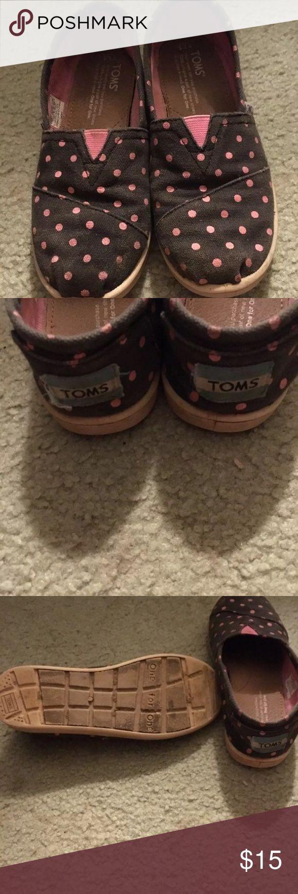 Tom's For Girls Size 1 1/2 Tom's For Girls Size 1 1/2 Blue with pink polka dots  GUC Pet friendly smoke free home Toms Shoes Moccasins