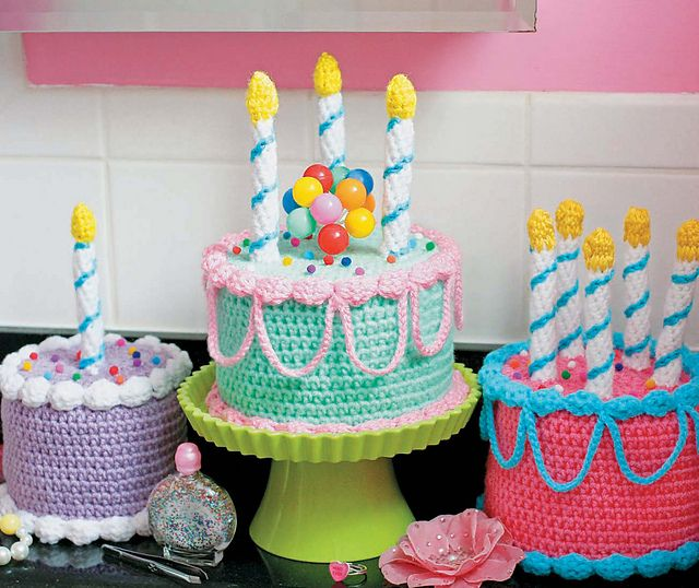 Twinkie Chan's Crocheted Abode a la Mode: 20 Yummy Crochet Projects for Your Home Cake Toilet Paper Cover