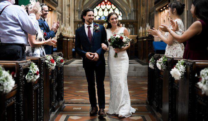 Die Besten Kirchenlieder Fur Einzug Ringtausch Und Auszug Im Uberblick In 2020 Lieder Hochzeit Musik Hochzeit Kirchenlieder Hochzeit