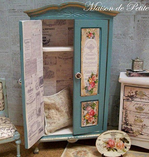 Dollhouse Miniatura Hermosa OOAK Shabby Chic Y, Cottage Francés, Lamentable  Armario Teal Victoriana Con Rosas