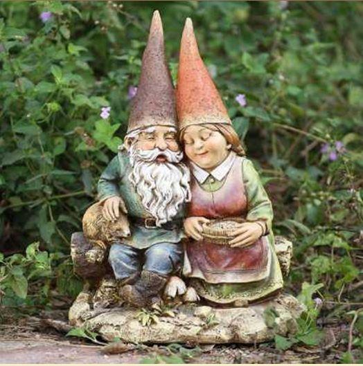 Gnome Garden: Loving Couple Garden Gnome Statue