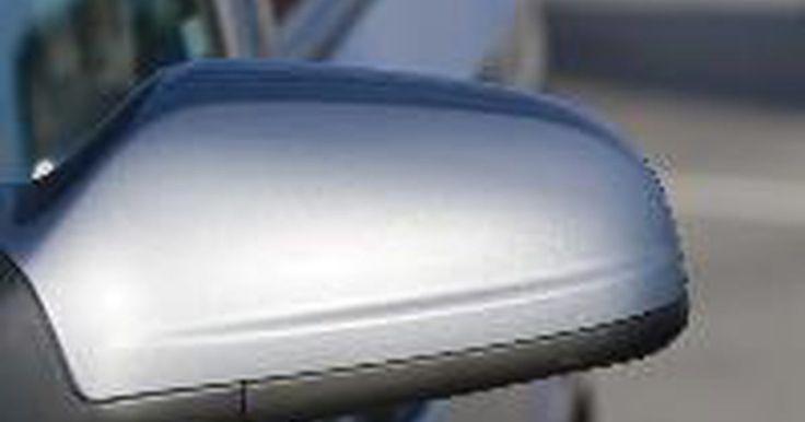 Procedimientos para el reemplazo del espejo de un Jetta . Los espejos rotos, dañados o agrietados en tu Volkswagen Jetta representan un gran problema ya que te impide ver lo que está detrás de ti mientras conduces. Ya sea que se trate de un espejo retrovisor exterior en la puerta o del espejo retrovisor interior, es necesario sustituir el espejo dañado tan pronto como sea posible. El procedimiento de ...