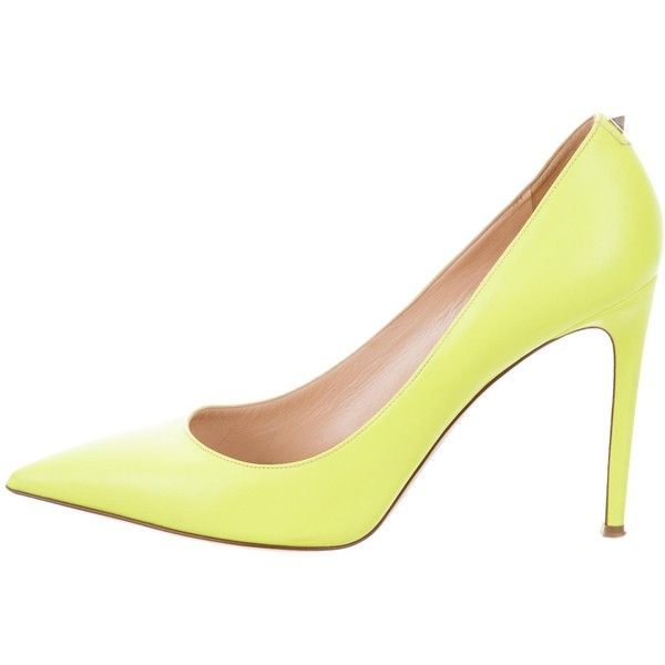 Pre-owned Valentino Leather Rockstud Pumps ($375) ❤ liked on Polyvore featuring shoes, pumps, yellow, yellow shoes, studs shoes, valentino shoes, leather pointed toe pumps and studded pointed toe pumps