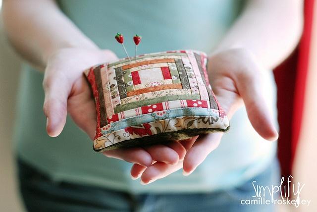 Pin cushion..: Decor Ideas, Pretty Pincushions, Photo Shared, Simple Abundance, Quilts Pincushions, Diy Gifts, Gifts Diy, Croskelley Photo, Diy Handmade