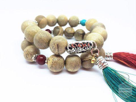 Hand bracelet made with gemstone and agarwood bead – Grandawood- Agarwood Australia