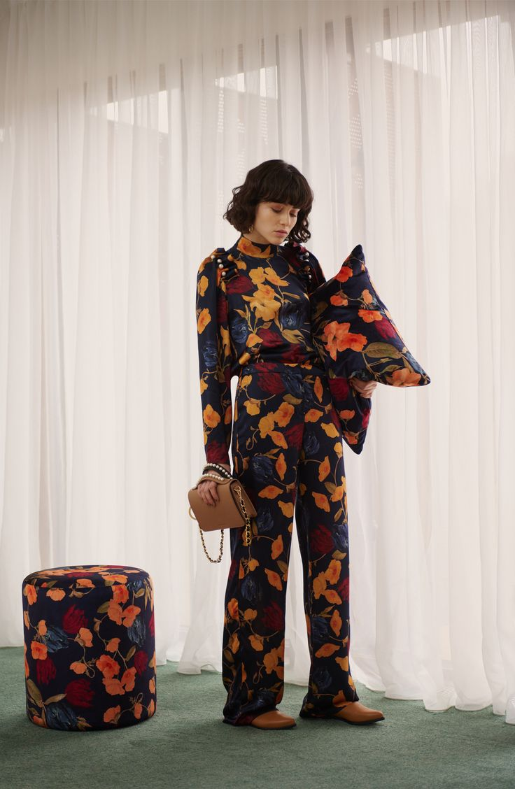 SENNA SILK TOP IN AMBER - available to buy online. Pair with the Lina trouser in a matching print. #motherofpearl #pearlyqueen #floral blouse #aw17lookbook