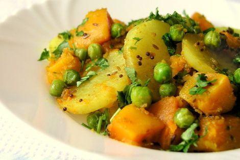 Curry z Białej Rzodkwi i Dyni to warzywne danie, będące tradycyjną potrawą w Indiach