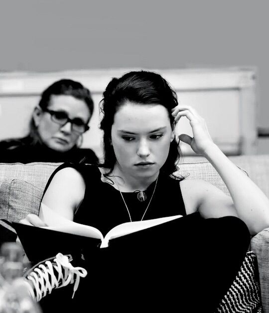 Daisy Ridley and Carrie Fisher in the Star Wars: The Force Awakens Table Read preview #Rey #Leia