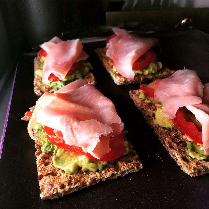 Avocado, ham and tomato on ryvita crispbread