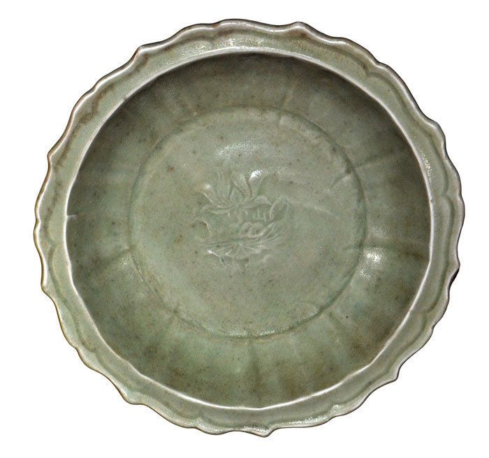 A LongQuan Celadon Foliated Rim Dish