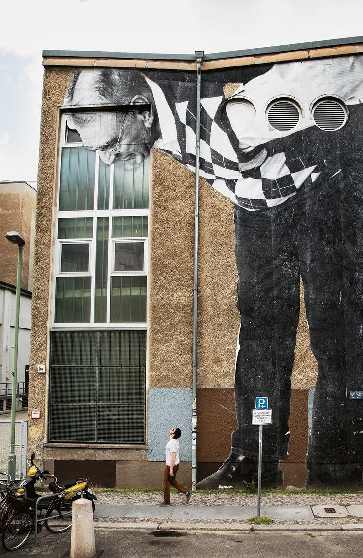 L'artiste des rues nous regarde vivre... / Street art. / By JR.