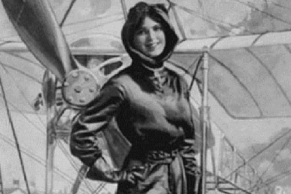 A fost martora zborului istoric al lui Aurel Vlaicu. De aici s-a înscris la Şcoala de Pilotaj a Ligii Aeriene. Apar multe reacţii negative, iar autorităţile române au refuzat în mod sistematic să îi…
