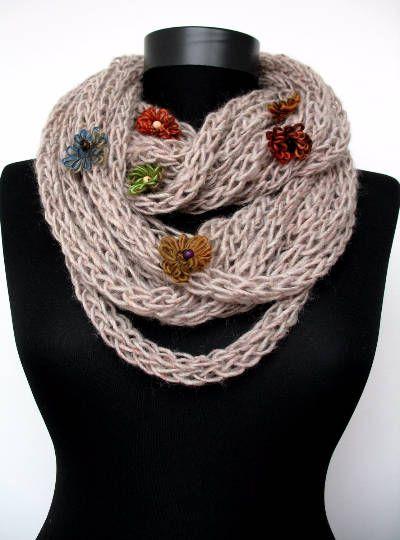Schal-Halskette Blumen Infinity Schal weicher Merinowolle