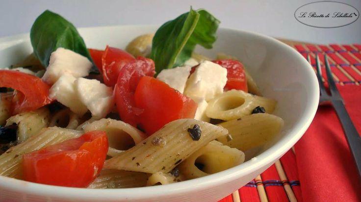 Pasta fredda con pomodorini mozzarella e olive